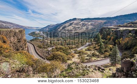 Rowena Crest and curves along the Historic Columbia River Gorge Highway
