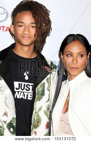 LOS ANGELES - OCT 22:  Jaden Smith, Jada Pinkett Smith at the 26th Annual Environmental Media Awards at Warner Brothers Studio on October 22, 2016 in Burbank, CA