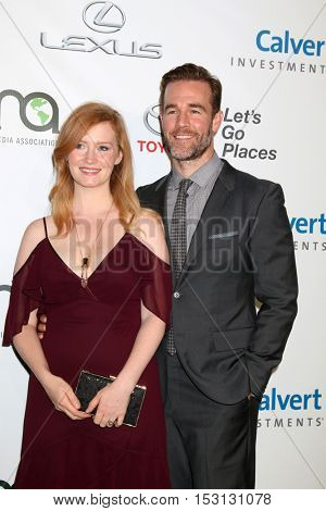 LOS ANGELES - OCT 22:  Kimberly Brook, James Van Der Beek at the 26th Annual Environmental Media Awards at Warner Brothers Studio on October 22, 2016 in Burbank, CA