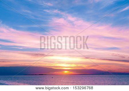 Idyllic Wallpaper Sunset over Water