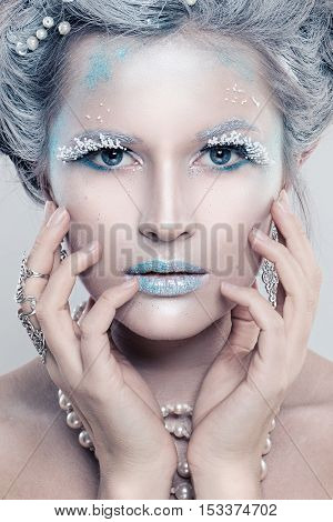 Winter Beauty Woman Fashion Model. Beautiful Girl with Snow Hairstyle and Makeup. Holiday Party Make-up and Manicure. Winter Queen
