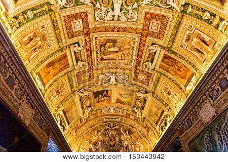 VATICAN - CIRCA DECEMBER 2015: Inside view of Saint Peter's Basilica