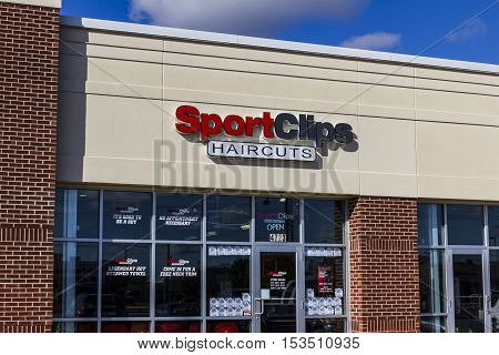 Anderson - Circa October 2016: Sport Clips Strip Mall Haircut Location. SportClips offers a sports themed experience II