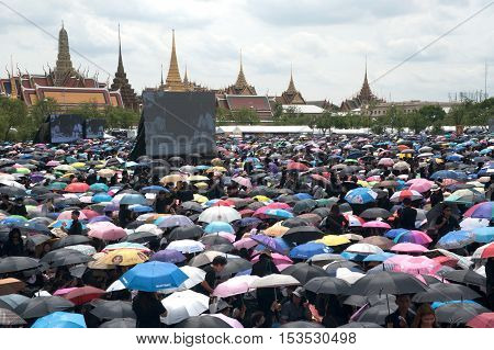 BANGKOK, THAILAND - OCTOBER 22,2016 : Thai people come and waiting for singing the anthem of His Majesty King Bhumibol at Sanam Luang in front of the Royal Palace to pay respect for the king in Bangkok capital city,Thailand.
