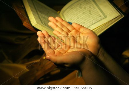 Worshiping Hands Pray