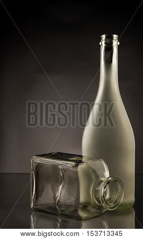 Picture bottle and glasses. showing how nice it sees the essence. we can look in depth