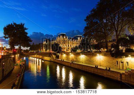 Night View Of The Ile De La Cite In Paris