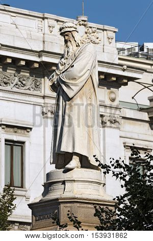 Statue of Leonardo da Vinci (1872) in Piazza della Scala (Scala square) in Milano (Milan) Lombardia (Lombardy) Italy