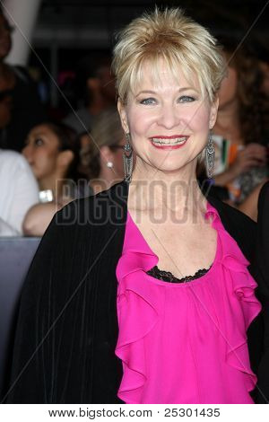 LOS ANGELES - NOV 14:  Dee Wallace arrives at the