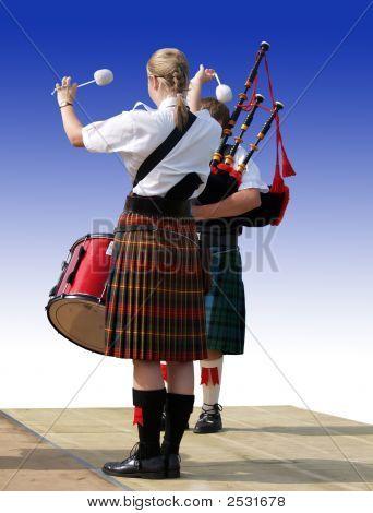 Drummer & Piper