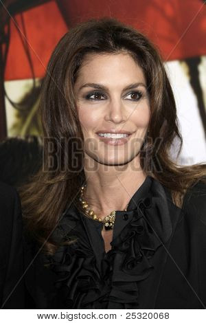 LOS ANGELES - NOV 15:  Cindy Crawford arrives at