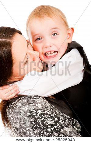 Freche kleine Junge weint