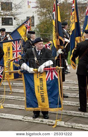 Legião britânica glags entrem afastado por Ex-servicemen