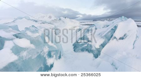 Arktische Winterlandschaft - Berge und Gletscher