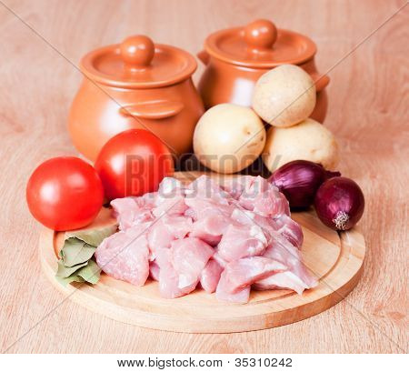 cut meat and the vegetables prepared for suppression in pots.