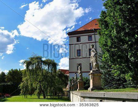 Castle Lnare
