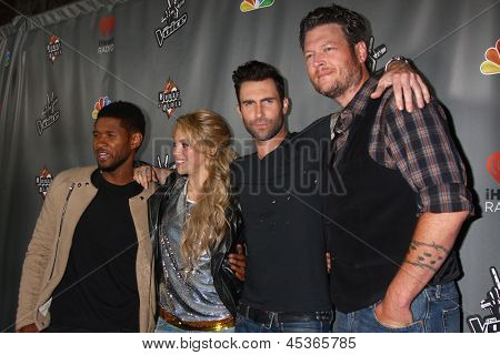 LOS ANGELES - MAY 8:  Usher, Shakira, Adam Levine, Blake Sheldon arrives at