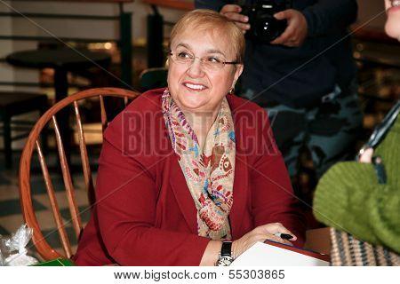 HUNTINGTON, NY-DEC 7: Chef Lidia Bastianich signs her new book