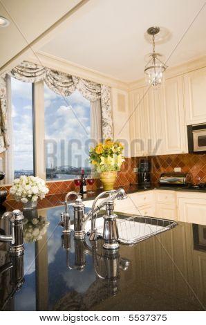 Küche im City-Appartement mit Aussichten auf die skyline