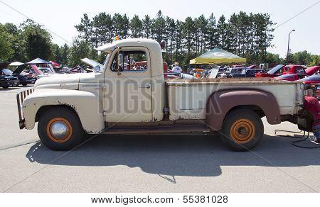 1952 International L-120 Truck Side View