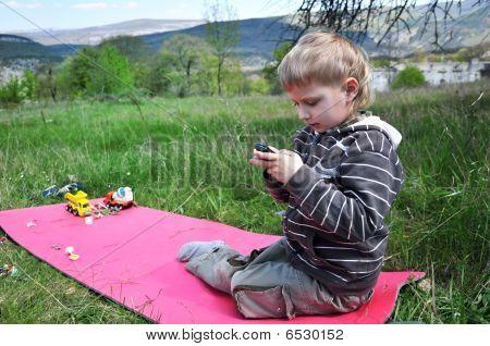 Boys Prefer Mobiles To Toys