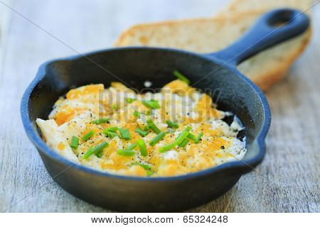 Breakfast, scrambled eggs with chives