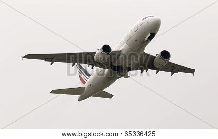 Departing Air France Airbus A319-111 aircraft