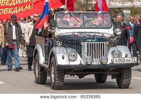 Soldiers in World War 2 uniform on offroad vehicle