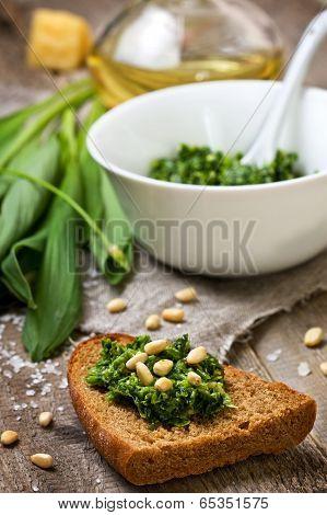 Bread With Pesto Ramson
