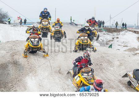 Sport racing on snowmobiles