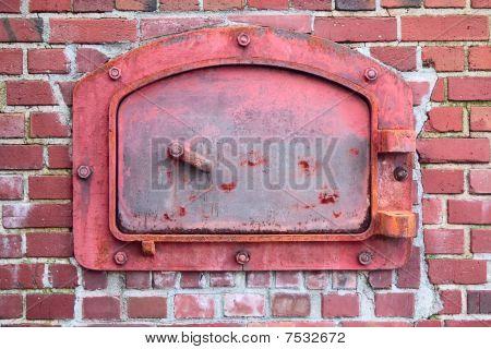 Puerta roja incinerador