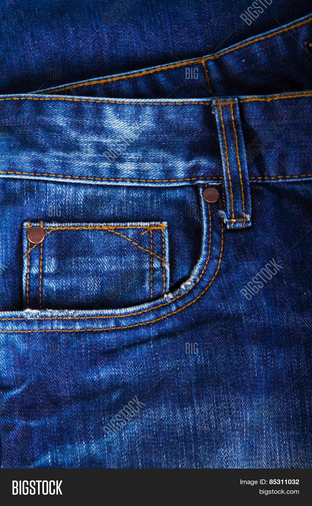 Снимает джинси фото 1 фотография