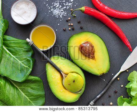 fresh organic avocado, chili pepper, spinach, seasalt, olive oil,