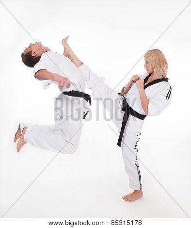 Kick to head in close fight