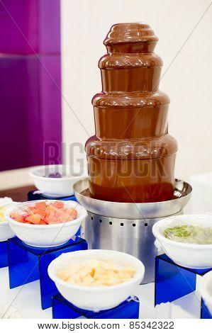 Chocolate Fondue With Fresh Fruits