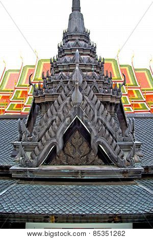 Roof  Gold       In   Bangkok   Incision Of The Temple