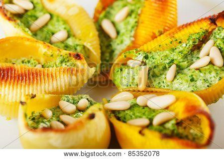 Conchiglioni With Ricotta And Spinach