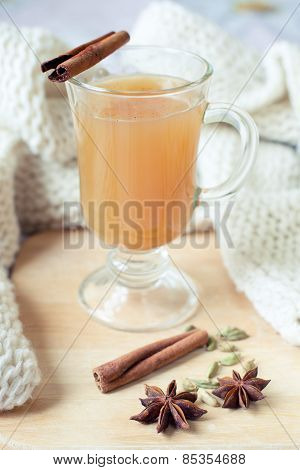 Warming spicy apple drink