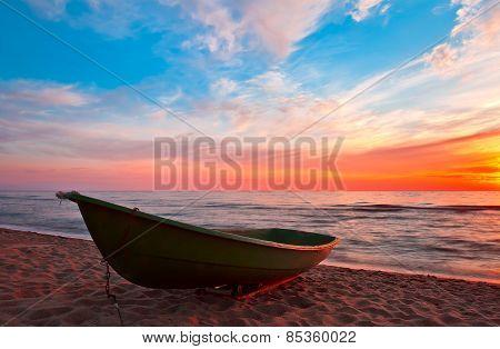 Sunset.boat On Coast