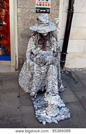Witch living statue.