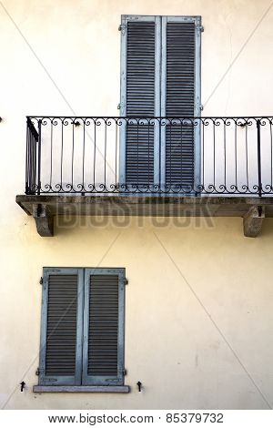Terrace Europe       In  The Milano Old   Window   Grate