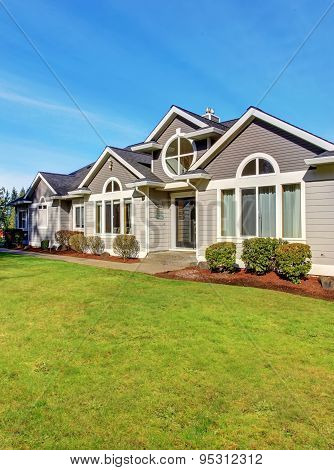 Luxury Northwest Home With Large Lawn.