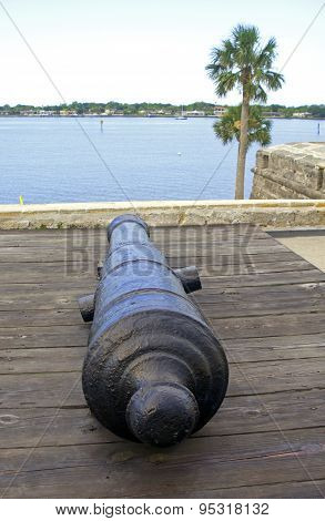 Cannon from the 16th century aiming at the bay