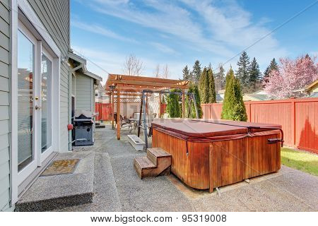 Perfect Back Yard With Patio And Jacuzzi Tub.