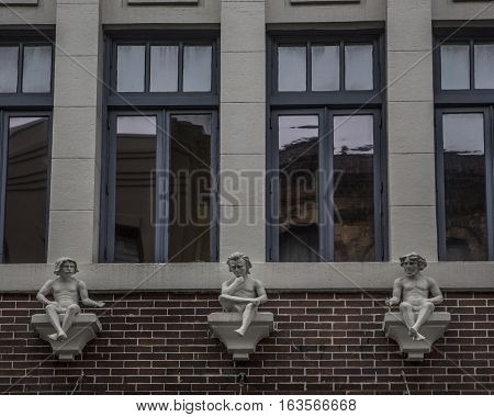 Building facade with windows and embellished with statuettes