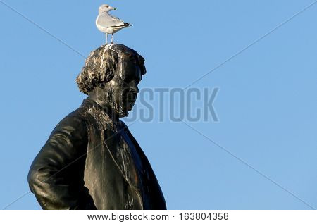 Ottawa Canada. November 14th 2016 - Seagull on head of Thomas D'Arcy McGee Statue Thomas D'Arcy McGee Parliament Hill City of Ottawa Ontario Canada at the Parliament Hill City of Ottawa
