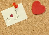 note saying I love you on cork board