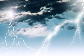 picture of lightning bolt  - lightning in dark cloudy sky - JPG