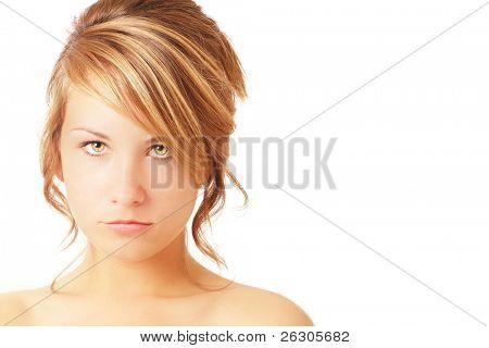 adolescente com expressão sombria, com espaço para texto