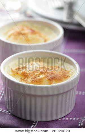 Semolina pudding in the ramekins